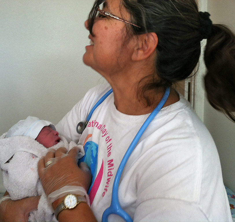 "Santa Fe Mdwifery Gallery - Newborn says ""hello world"" to Elena Stauss (CPM, LM)"